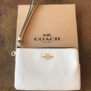 🎁 {COACH} Creamy White Wristlet With Gold Detail.